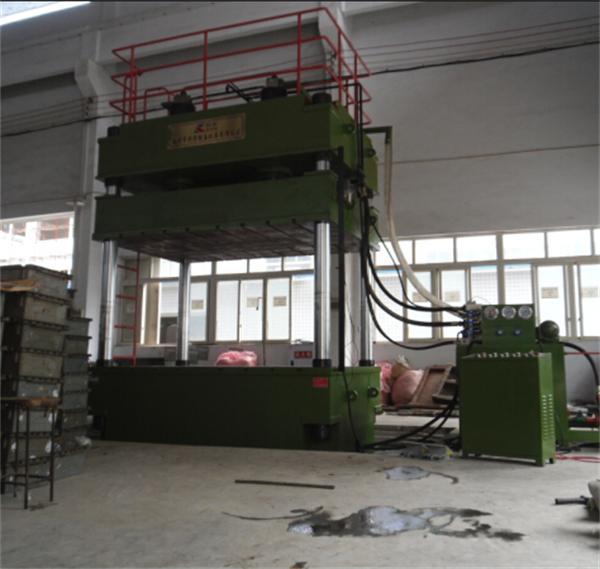 YL32-500吨多功能大台面四柱液压
